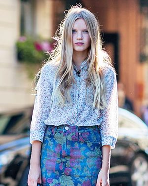 Master Mixed Prints For Spring With This Street Style Look