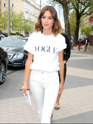 Watch Alexa Chung Teach 'Vogue' How to Do a Selfie