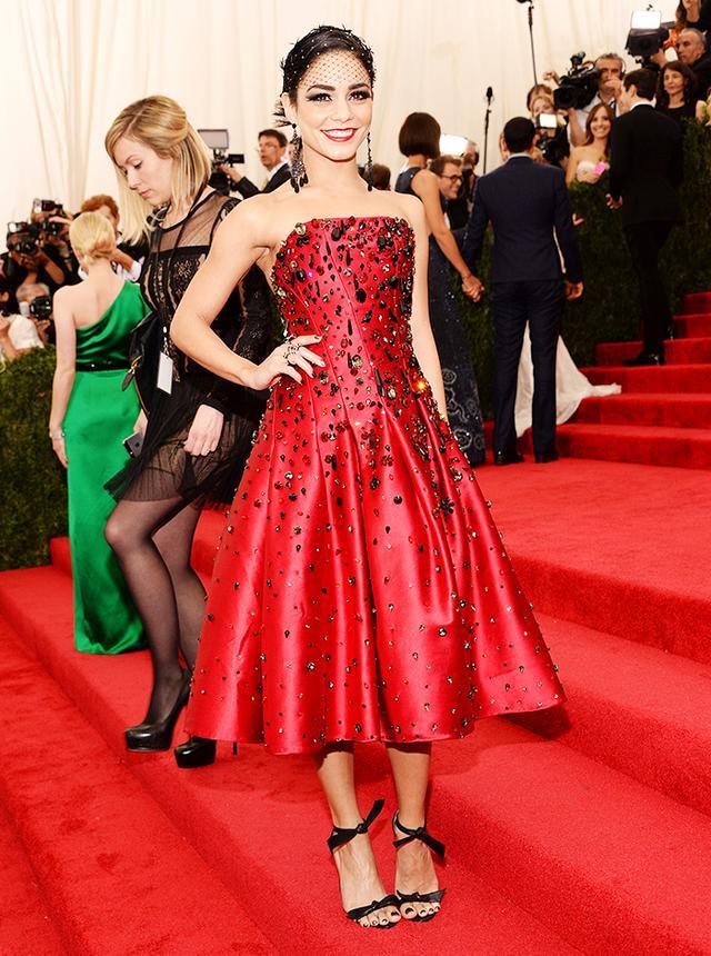 WHO: Vanessa Hudgens WEAR: Gigi Burris Millinery headpiece; H&M dress.