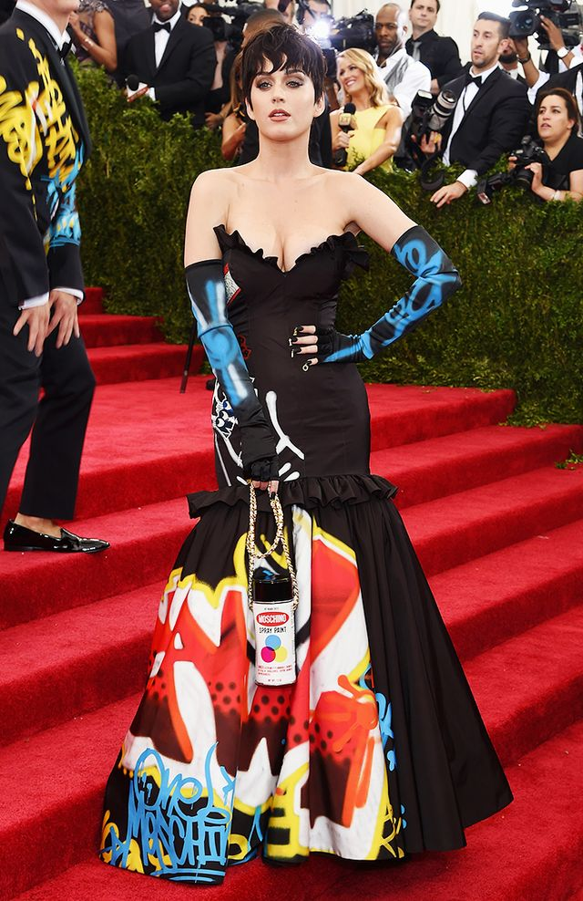 WHO: Katy Perry WEAR: Moschino gown, gloves, and bag.