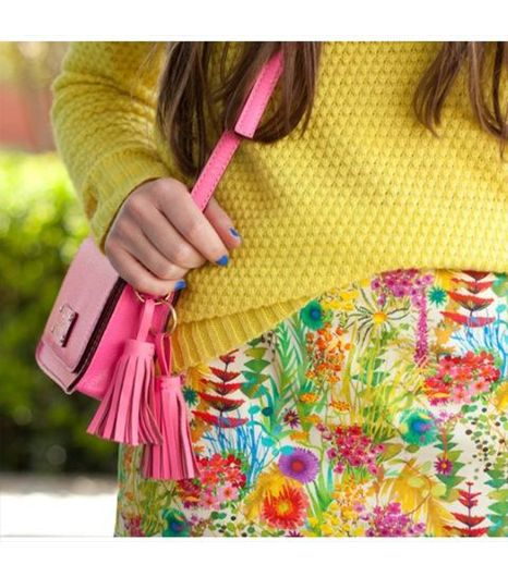 Pearlsntwirls is wearing: J.Crew skirt, Kate Spade bag, Forever 21 sweater.