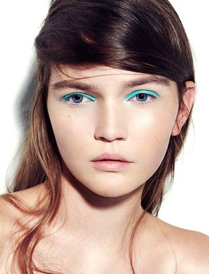 Would You Try A Bright Eye Look Without Any Eyeliner Or Mascara?
