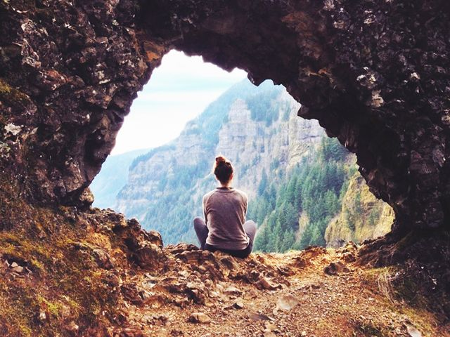 6 Transcendental Meditation Benefits (and How to Do Step-By-Step)