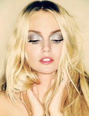 Glam Up Your Night Out Beauty Routine With This Silver Eye Look
