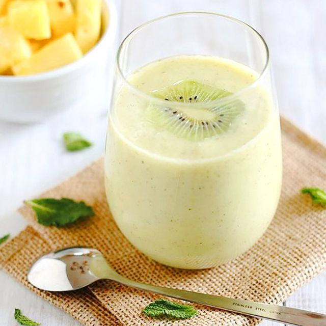 10 Delicious Green Smoothies With 5 Ingredients or Fewer