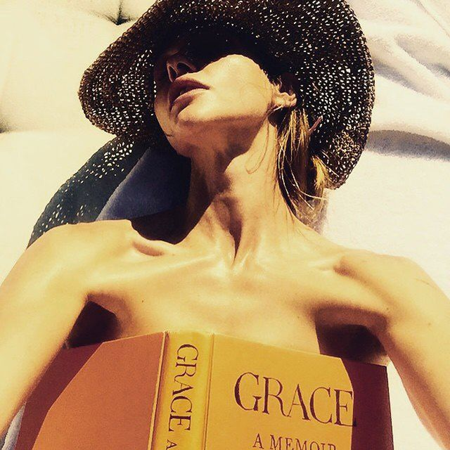 What Karlie Kloss and Poppy Delevingne Are Reading at the Beach