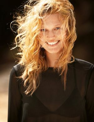 Toni Garrn Shows How To Transition From The Beach To A Night Out