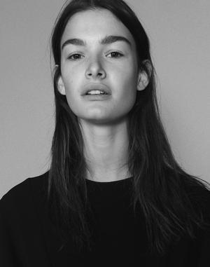 15 Models Go Makeup-Free For i-D Magazine