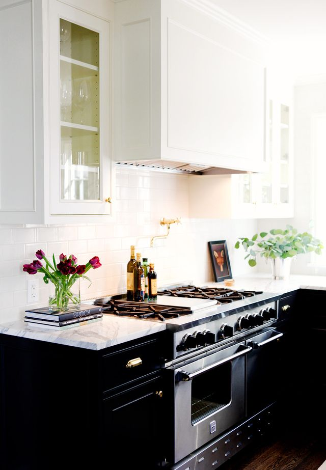 Designed by Katie Hackworth of H2 Design + Build, this updated space feels timeless and classic thanks to traditional molding details and warm brass hardware. Keeping the upper cabinets white and...