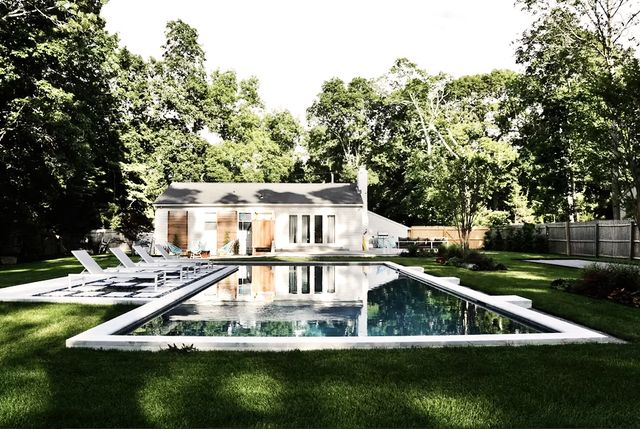 Poolside Glamour in East Hampton