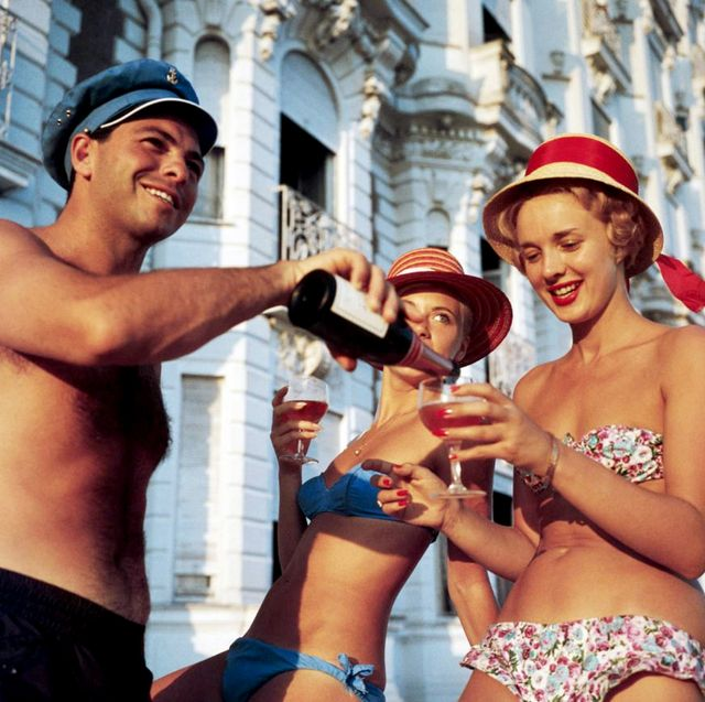 Rosé in bathing suits and jaunty hats? Why, yes!