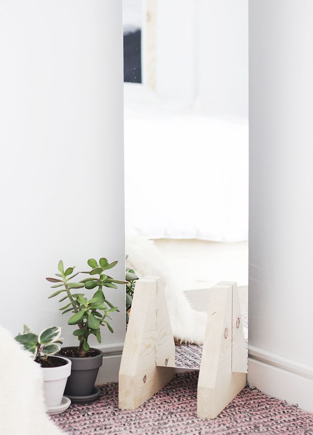 A Minimal Floor Mirror