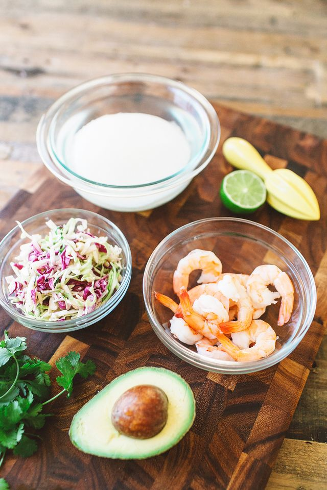 Ingredients:  1 jicama  12 shrimp, cooked and chilled  1 avocado  1 cup red cabbage  1 cup of green cabbage  2 tablespoons mayonnaise  2 tablespoons lime juice  1/4 tablespoon...