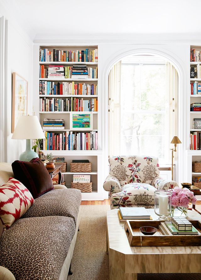 Home tour a young designer s chic pre war apartment for Young interior designers nyc