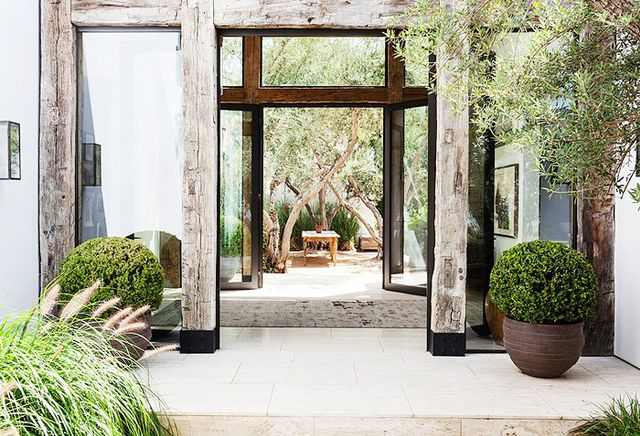 Fashion designer Jenni Kayne's rustic and sophisticated Los Angeles home is nothing short of a vision.