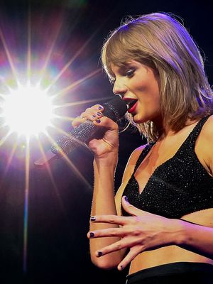 """Taylor Swift Debuts Her Newest Music Video, """"Wildest Dreams"""""""