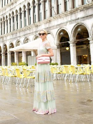 See the Colors of Venice Through the Eyes of an It Girl