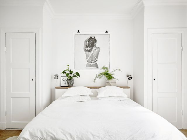 Don't you just want to snuggle up in this cloud-like bed? We do. Why? Because this entire space says nothing else. This dreamydecor in all-white hues just invites sleep.