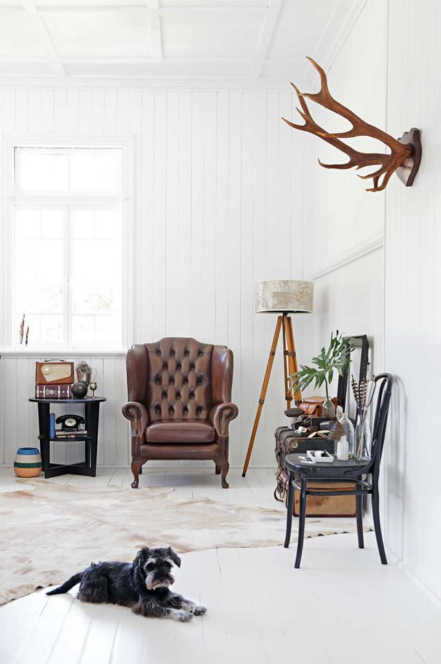 The vintage aspect of this beautiful space is the perfect compliment to the bleached out canvas behind it. The old-school details work together seamlessly without fuss or friction.