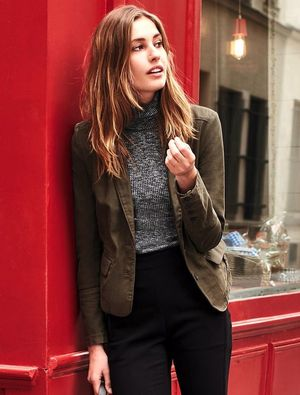 An Incredibly Chic Way to Wear Black Pants for Fall
