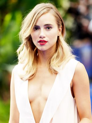 Suki Waterhouse's Unexpected Styling Trick