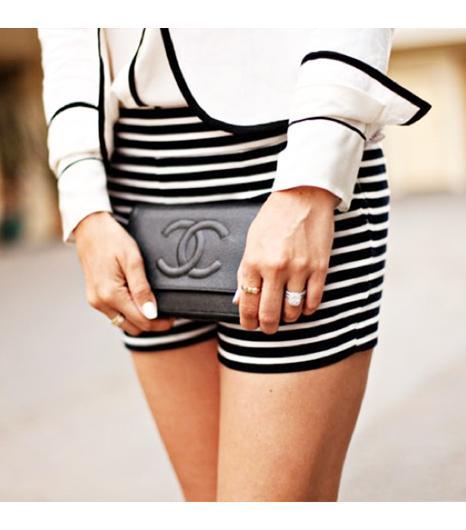 Dashofdarling is wearing: J.Crew blazer, J.Crew shorts, Chanel bag.  Get The Look: Gianni Bini Olivia One-Button Jacket ($49)  See more ways to wear white blazerson Pose.com.