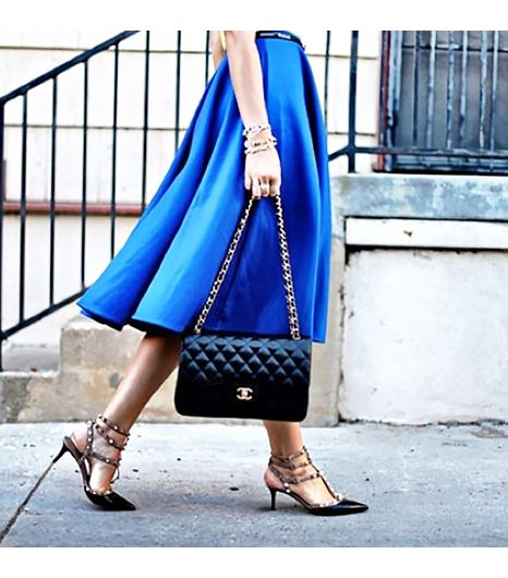 Dashofdarling is wearing: ASOS skirt, Valentino shoes, Chanel bag.