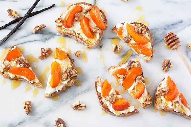 Ricotta, vanilla roasted, and apricot