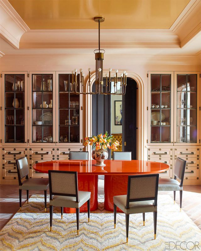 Orange combines the energy of red and the happiness of yellow, so what better color to adorn the ceiling of your dining room where we celebrate the joy of eating in the company...