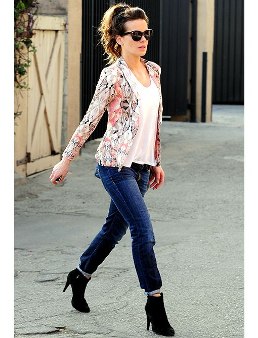 Style Stalker Free Love Blazer ($114) T by Alexander Wang Classic T-Shirt with Pocket ($80) R13 Relaxed Skinny Jeans ($345)Get Her Look: Aqua Floral Cutaway Blazer ($178) Joe's Jeans The Easy Slim...