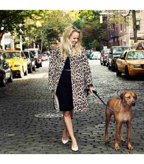 Camtyox is wearing: Stella McCartney coat, Stella McCartney bag, Guess by Marciano dress.