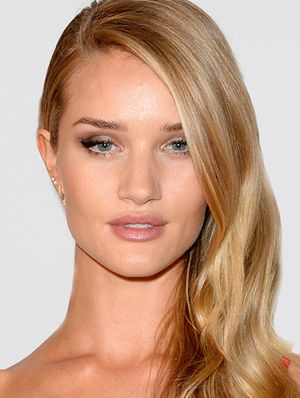 Hollywood's Loving A Nude Lip Right Now