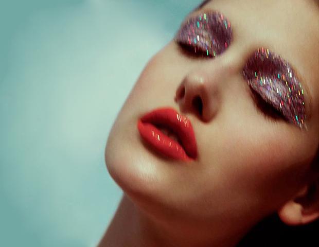 15 Ways To Wear Glitter This Season