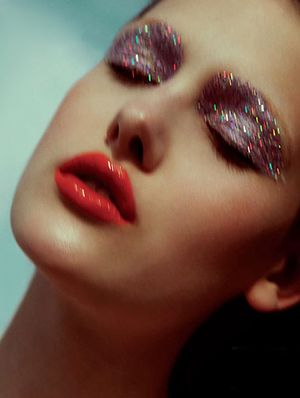 15 Ways To Wear Glitter This Season