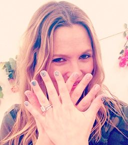 35 Celeb Photos You Need To See: Kate Moss's Thigh Slip, Drew Barrymore's Nail Art, And More