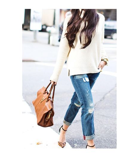 Kattanita is wearing: Yves Saint Laurent bag, Rich & Skinny jeans, J.Crew sweater, Schutz heels.