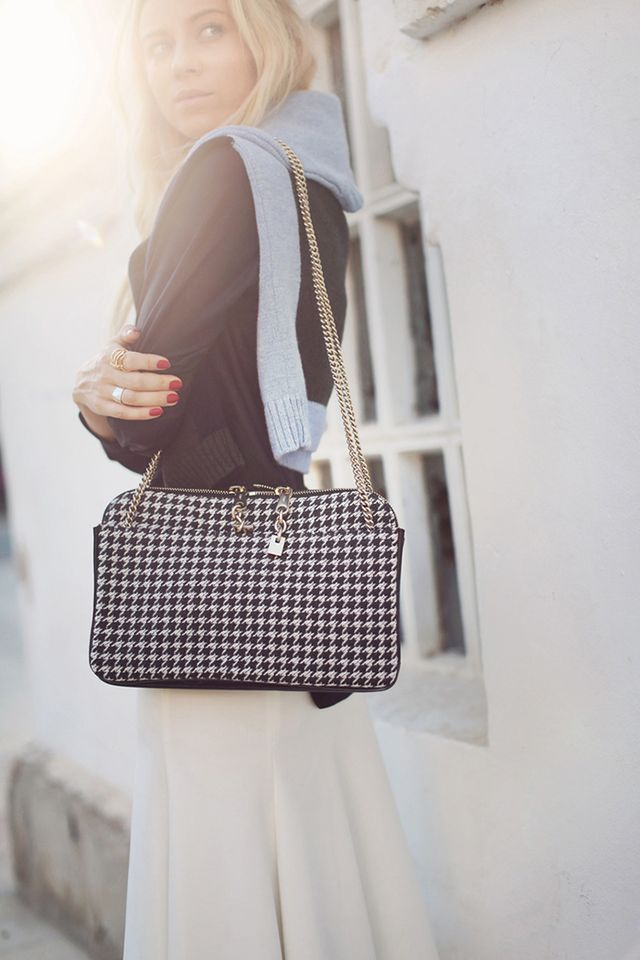 Even when the clothes are subdued, accessories shall make themselves heard. Next time you step out in a simple outfit, accessorize with a telephone-box red manicure and a houndstooth purse for a...