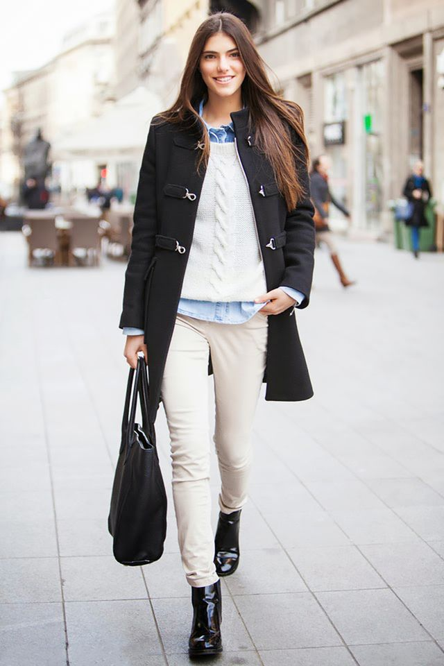For a casual day look, style your favorite cable-knit sweater with off-white jeans and an oversized carryall bag.