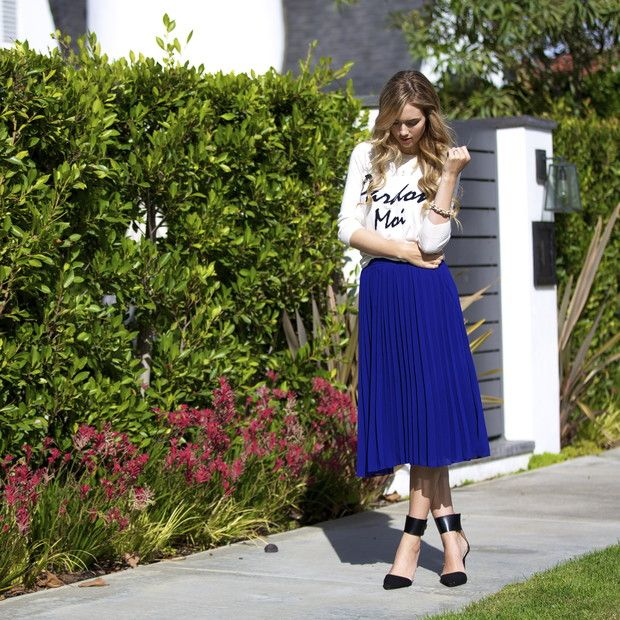 Imsheridanicole is wearing: ASOS skirt, ASOS sweater, Zara heels, J. Crew bracelet.  Get The Look:  AE Varsity Graphic T-Shirt ($15) in Chalk  See more ways to wear graphic tees on...