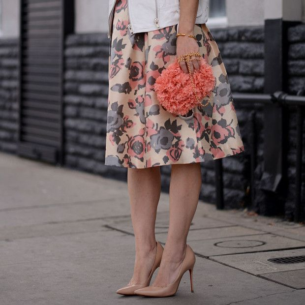 Halliedaily is wearing: ASOS skirt, Kotur bag, Christian Louboutin heels.  Get The Look:  ASOS Quilted Midi Skirt In Floral Print ($75) in Pink  See more ways to wear floral skirts on...