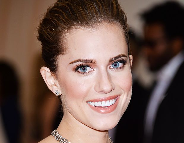 Your Guide To Stealing Allison Williams' Peachy Glow