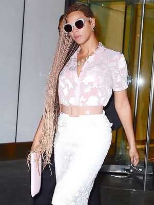 Beyonce's Feminine High-Low Mix