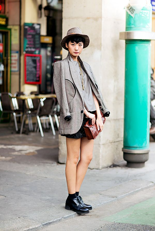 Tip #1: A shorts roundup wouldn't complete without a tomboy-inspired look, and we're swooning over this one. Pair your short shorts with a short-brimmed hat, draped blazer, and heeled...
