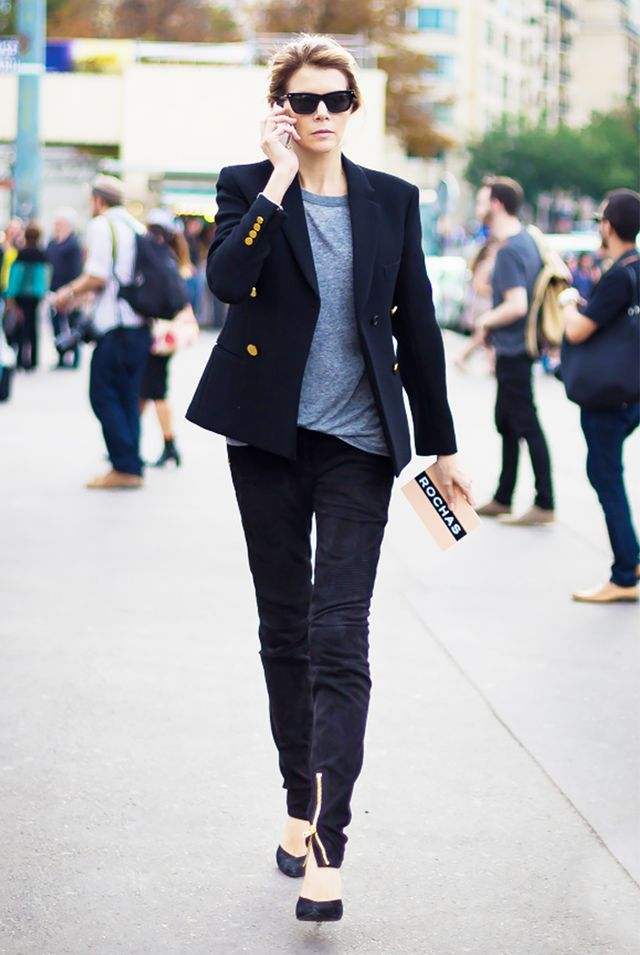 Blazer + Slouchy T-Shirt + Simple Pumps = Tomboy-Inspired Outfit For Work