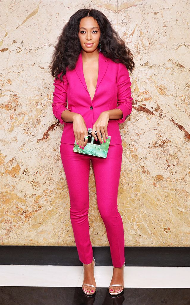 For the launch of Gucci cosmetics this year, Knowles wore a striking all-fuchsia pantsuit from the Italian house ($ 2,600), off-setting it with a pastel seafoam box clutch.