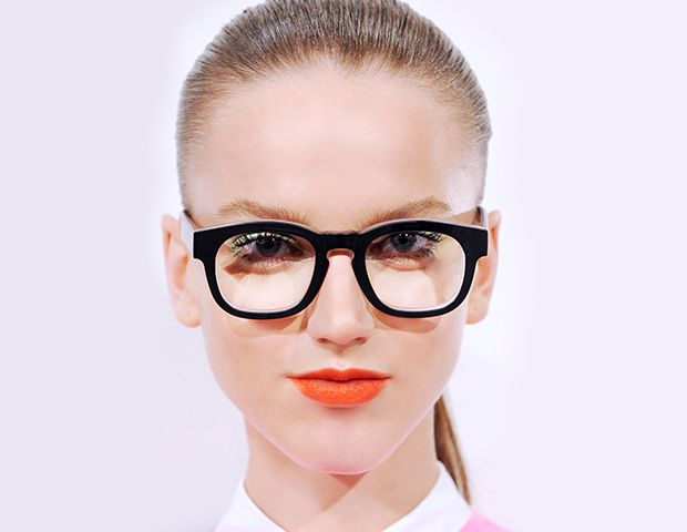 6 Makeup Tips for Girls Who Wear Glasses