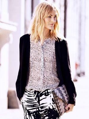 The 5 Tops Every Woman Should Have In Her Closet