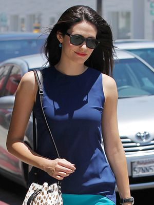 Emmy Rossum Is Spotted With The Chicest Little Bucket Bag