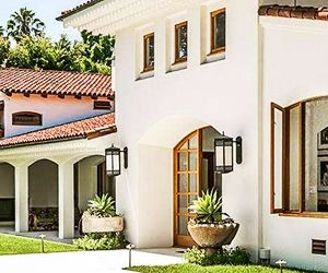 On the Market: Bruce Willis' Beverly Hills Mansion